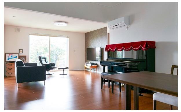 一条工務店 公式サイト 建築実例 アメリカ住宅を再現した、広々リビングとアイランドキッチンの家。LDKの様子
