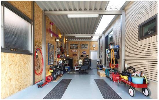 一条工務店 公式サイト 建築実例 夫婦の趣味と距離を大切に、セカンドライフを存分に楽しむ平屋。ガレージの様子