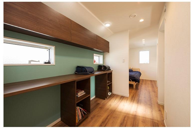 BLISS 公式サイト 大きな勉強カウンターのある狭小住宅 勉強カウンター